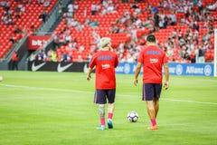 BILBAO, ESPANHA - 28 DE AGOSTO: Lionel Messi e Luis Suarez no aquecimento da harmonia entre Athletic Bilbao e o FC Barcelona, cel Fotos de Stock Royalty Free