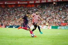 BILBAO, ESPANHA - 28 DE AGOSTO: Luis Suarez e Eneko Boveda, na harmonia entre Athletic Bilbao e o FC Barcelona, comemoraram em Au Imagem de Stock