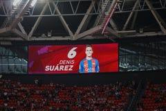 BILBAO, ESPANHA - 28 DE AGOSTO: Placar video com a imagem de Denis Suarez na harmonia entre Athletic Bilbao e o FC Barcelona, Fotos de Stock