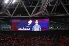 BILBAO, ESPANHA - 28 DE AGOSTO: Placar video com a imagem de Luis Suarez na harmonia entre Athletic Bilbao e o FC Barcelona, c Fotos de Stock