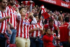 BILBAO, ESPANHA - 18 DE SETEMBRO: Os fãs não identificados comemoram um objetivo de Bilbao, durante uma harmonia de liga espanhol Fotografia de Stock