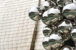 Bilbao. Högväxt träd och ögat Arkivfoto