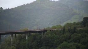 Bilbao Hiszpania Baskijski kraj, deszczowy dzień, zieleni wzgórza zbiory