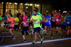 BILBAO HISZPANIA, PAŹDZIERNIK, - 22: Niezidentyfikowany biegacz w maraton nocy Bilbao, świętującej w Bilbao na Październiku 22, 2 Fotografia Stock