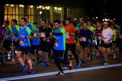 BILBAO HISZPANIA, PAŹDZIERNIK, - 22: Niezidentyfikowany biegacz w maraton nocy Bilbao, świętującej w Bilbao na Październiku 22, 2 Obraz Stock