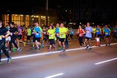 BILBAO HISZPANIA, PAŹDZIERNIK, - 22: Niezidentyfikowany biegacz w maraton nocy Bilbao, świętującej w Bilbao na Październiku 22, 2 Zdjęcia Royalty Free