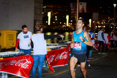 BILBAO HISZPANIA, PAŹDZIERNIK, - 22: Niezidentyfikowany biegacz z kalectwem w maraton nocy Bilbao, świętującej w Bilbao na Paździ Zdjęcia Stock
