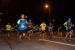 BILBAO HISZPANIA, PAŹDZIERNIK, - 22: Niezidentyfikowany biegacz z kalectwem w maraton nocy Bilbao, świętującej w Bilbao na Paździ Zdjęcia Royalty Free