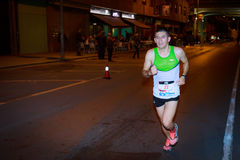 BILBAO HISZPANIA, PAŹDZIERNIK, - 22: Niezidentyfikowany biegacz z kalectwem w maraton nocy Bilbao, świętującej w Bilbao na Paździ Fotografia Stock