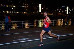 BILBAO HISZPANIA, PAŹDZIERNIK, - 22: Niezidentyfikowany biegacz z kalectwem w maraton nocy Bilbao, świętującej w Bilbao na Paździ Zdjęcie Royalty Free