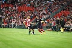 BILBAO HISZPANIA, SIERPIEŃ, - 28: Arda Turan i Oskar De Marcos w akci podczas Hiszpańskiego Ligowego dopasowania między Sportowym Obrazy Stock