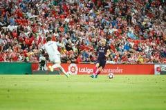 BILBAO HISZPANIA, SIERPIEŃ, - 28: Leo Messi i Gorka Iraizoz w akci podczas Spainsh Ligowego dopasowania między Sportowym Bilbao i Zdjęcia Royalty Free