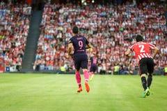 BILBAO HISZPANIA, SIERPIEŃ, - 28: Luis Suarez i Eneko Boveda w dopasowaniu między Sportowym Bilbao Barcelona i FC, świętujący na  Obraz Stock