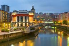 Bilbao i en sommarnatt Arkivbild