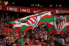 BILBAO, SPAGNA - 28 AGOSTO: Fan delle bandiere atletiche di movimento di Bilbao del club durante la partita di lega spagnola fra  Immagine Stock