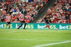 BILBAO, SPAGNA - 28 AGOSTO: Giocatore del FC Barcelona, di Jordi Alba e Inaki Williams, giocatore di Bilbao, nella partita fra Bi Immagine Stock Libera da Diritti