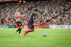 BILBAO, SPAGNA - 28 AGOSTO: Giocatore del FC Barcelona, di Luis Suarez e Aymeric Laporte, giocatore di Bilbao, durante la partita Immagine Stock Libera da Diritti