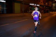BILBAO, SPAGNA - 22 OTTOBRE: Corridore non identificato con l'inabilità nella notte maratona di Bilbao, celebrata a Bilbao il 2 o Immagini Stock