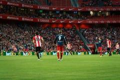 BILBAO SPANIEN - APRIL 20: Fernando Torres och Xabier Etxeita i matchen mellan idrotts- Bilbao och Athletico de Madrid, celebra Royaltyfri Fotografi