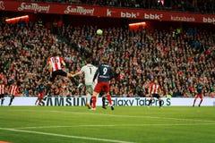 BILBAO SPANIEN - APRIL 20: Fernando Torres, Xabier Etxeita och Gorka Iraizoz i matchen mellan idrotts- Bilbao och Athletico de Royaltyfri Bild