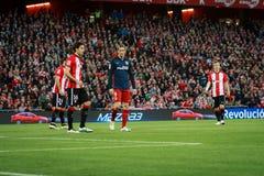 BILBAO SPANIEN - APRIL 20: Fernando Torres, Xabier Etxeita och Iker Muniain i matchen mellan idrotts- Bilbao och Athletico de M Royaltyfri Foto