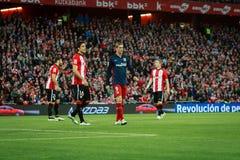 BILBAO SPANIEN - APRIL 20: Fernando Torres, Xabier Etxeita och Iker Muniain i matchen mellan idrotts- Bilbao och Athletico de M Arkivbild