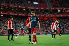 BILBAO SPANIEN - APRIL 20: Saul Niguez och Eneko Boveda i matchen mellan idrotts- Bilbao och Athletico de Madrid som firas på Arkivbild