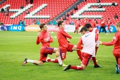 BILBAO SPANIEN - APRIL 20: UtbildningsfotbollsspelareAthletico de Madrid spelare för matchen mellan idrotts- Bilbao och Athletico Royaltyfri Foto