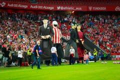 BILBAO, SPANIEN - 28. AUGUST: Der Giants tanzen in das Stadion von San Mames auf dem Bruch das spanische Ligaspiel zwischen athle Lizenzfreies Stockbild