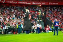 BILBAO, SPANIEN - 28. AUGUST: Der Giants tanzen in das Stadion von San Mames auf dem Bruch das spanische Ligaspiel zwischen athle Stockbilder