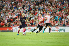 BILBAO SPANIEN - AUGUSTI 28: Leo Messi, FC Barcelonaspelare och Aymeric Laporte, Bilbao spelare, under matchen mellan idrotts- B Arkivfoton