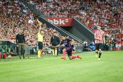 BILBAO SPANIEN - AUGUSTI 28: Luis Suarez, FC Barcelonaspelare och Aymeric Laporte, Bilbao spelare, under matchen mellan idrotts- Royaltyfria Bilder