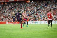 BILBAO SPANIEN - AUGUSTI 28: Luis Suarez, FC Barcelonaspelare och Aymeric Laporte, Bilbao spelare, under matchen mellan idrotts- Royaltyfria Foton