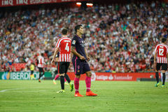 BILBAO SPANIEN - AUGUSTI 28: Luis Suarez, FC Barcelonaspelare och Aymeric Laporte, Bilbao spelare, under matchen mellan idrotts- Royaltyfri Foto