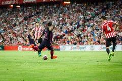 BILBAO SPANIEN - AUGUSTI 28: Luis Suarez och Aymeric Laporte, i matchen mellan idrotts- Bilbao och FCet Barcelona, firade på A Arkivbilder