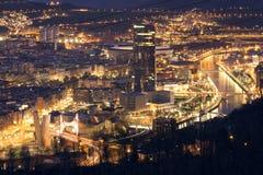 BILBAO, SPANIEN, AM 30. JANUAR 2016: Ansicht der belichteten Stadt von Bilbao Lizenzfreie Stockfotos