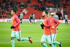 BILBAO SPANIEN - JANUARI 05: Lionel Messi och Luis Suarez i preheatingen som denfinaler spanjorkoppen matchar mellan idrotts- Bi Royaltyfria Bilder