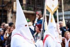BILBAO SPANIEN - MARS 20: Medlem av ett brödraskap i processionen av åsnan i påsk som firas på mars 20, 2016, i Bilbao, Fotografering för Bildbyråer