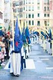 BILBAO SPANIEN - MARS 20: Medlemmar av ett brödraskap i processionen av åsnan i påsk som firas på mars 20, 2016, i Bilbao, Arkivfoto