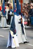 BILBAO SPANIEN - MARS 20: Medlemmar av ett brödraskap i processionen av åsnan i påsk som firas på mars 20, 2016, i Bilbao, Royaltyfri Bild