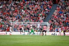 BILBAO SPANIEN - SEPTEMBER 18: Aritz Aduriz Bilbao spelare, i handling under en spansk ligamatch mellan idrotts- Bilbao och Val Arkivbild