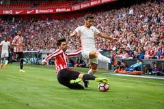 BILBAO SPANIEN - SEPTEMBER 18: Eneko Boveda och Jose Luis Gaya i matchen mellan idrotts- Bilbao och Valencia CF som firas på Arkivbilder