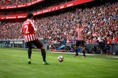 BILBAO SPANIEN - SEPTEMBER 18: Eneko Boveda och Oscar de Marcos, Bilbao spelare, i matchen mellan idrotts- Bilbao och Valencia Royaltyfri Fotografi