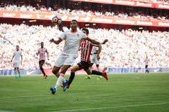 BILBAO SPANIEN - SEPTEMBER 18: Markel Susaeta och Aderlan Santos, i matchen mellan idrotts- Bilbao och Valencia CF, firade Arkivfoton