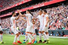 BILBAO SPANIEN - SEPTEMBER 18: Munir El Haddadi och Daniel Parejo under en spansk ligamatch mellan idrotts- Bilbao och Valenci Fotografering för Bildbyråer