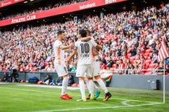 BILBAO SPANIEN - SEPTEMBER 18: Munir El Haddadi och Daniel Parejo under en spansk ligamatch mellan idrotts- Bilbao och Valenci Royaltyfri Fotografi