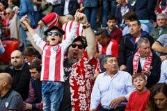 BILBAO SPANIEN - SEPTEMBER 18: Oidentifierade fans av idrotts- under en spansk ligamatch mellan idrotts- Bilbao och Valencia CF, Fotografering för Bildbyråer