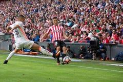 BILBAO SPANIEN - SEPTEMBER 18: Rodrigo Moreno och Oscar de Marcos, i matchen mellan idrotts- Bilbao och Valencia CF, firade Royaltyfri Fotografi