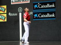 BILBAO, SPANJE - ARPIL 9: Aimar Olaizola, Olaizola II, in het spel van het handbalkampioenschap van paren alvorens de bal te rake Royalty-vrije Stock Foto