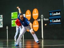 BILBAO, SPANJE - ARPIL 9: Juan Martinez de Irujo in het gevierde spel van het handbalkampioenschap van paren alvorens de bal te r Royalty-vrije Stock Foto